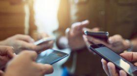 Les 15-24 ans passent en moyenne 28 minutes par jour sur les réseaux sociaux