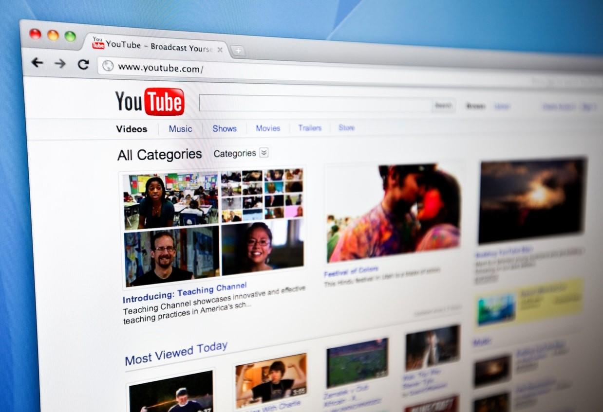 Terre plate et théories du complot : YouTube va réduire les recommandations