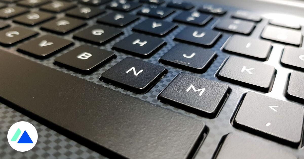QWERTY, touchpad désactivé, écran pivoté, touches rémanentes