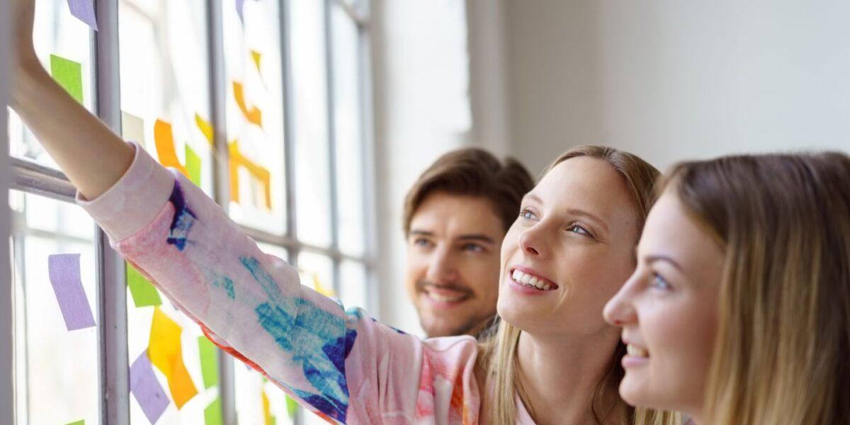 La motivation et le dynamisme des alternants sont des qualités appréciées des entreprises.